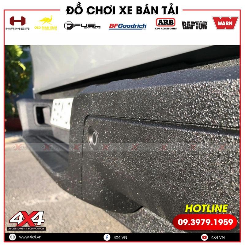 Sơn Raptor có độ nhám và cực kỳ cứng giúp bảo vệ xe khỏi bị trầy xước khi va quẹt