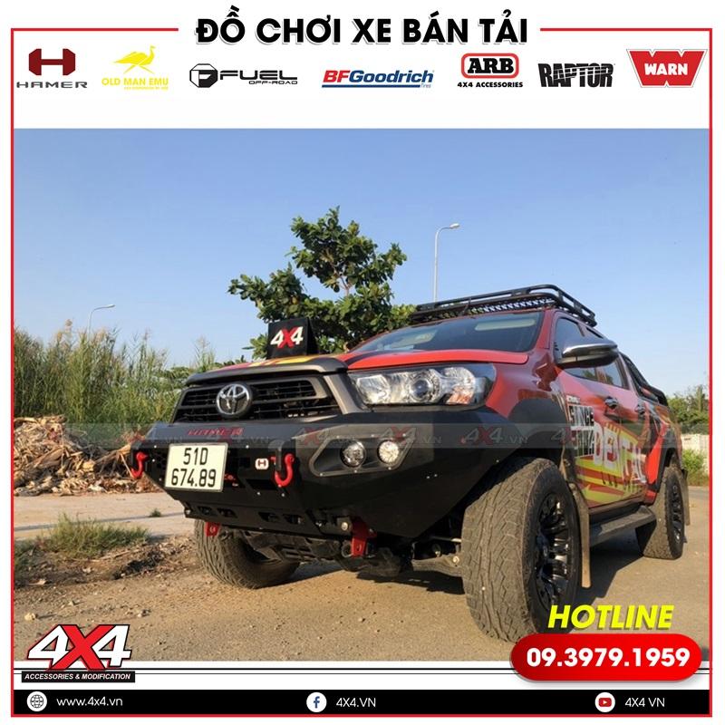 Xe bán tải Toyota Hilux độ cản trước Hamer đẹp và hầm hố