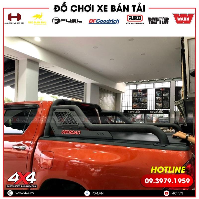 Xe bán tải Toyota Hilux vừa độ thanh thể thao Offroad vừa độ nắp thùng cuộn cực đẹp