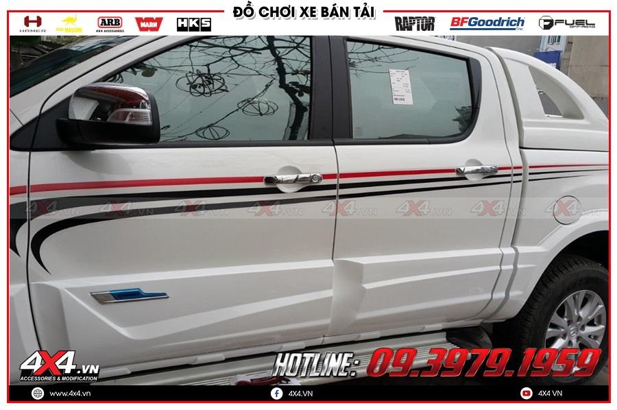 Gắn ốp hông cửa cực đẹp cho xe Mazda BT50 tại gara 4x4 Hồ Chí Minh